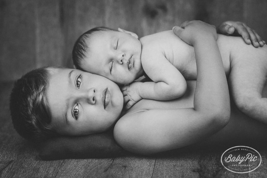 fotos de bebes con hermanos